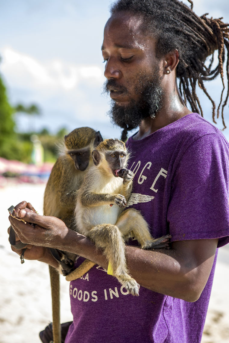 Man-with-Monkeys_MG_3948